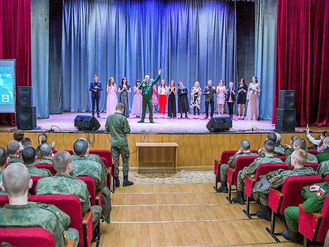 ВОЕННОСЛУЖАЩИЕ СЕМЕНОВСКОГО ПОЛКА СЛУШАЛИ  НОВЫЕ ПЕСНИ РОССИИ